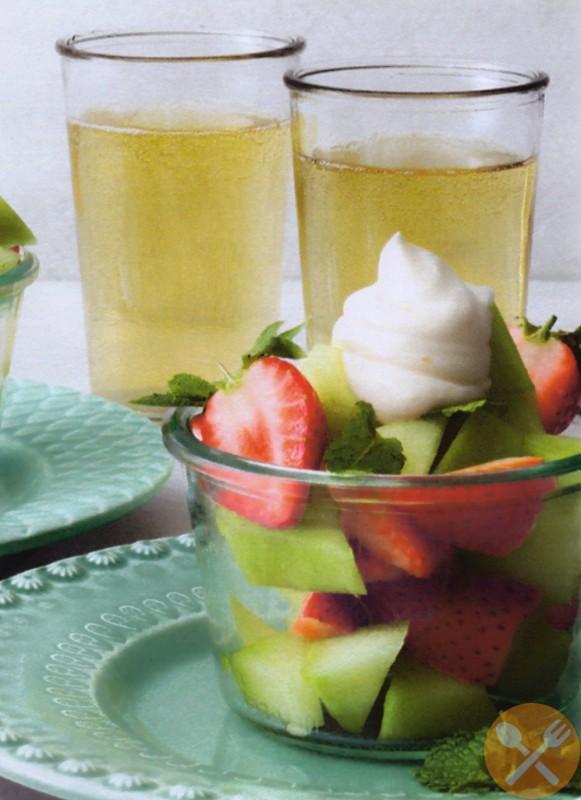 Fruktkompott med lemon curd-visp