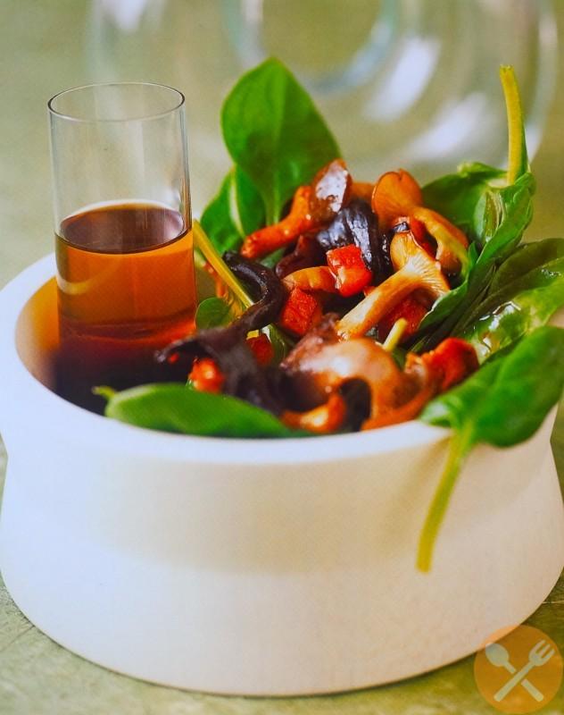 Varm sallad med spenat och svamp