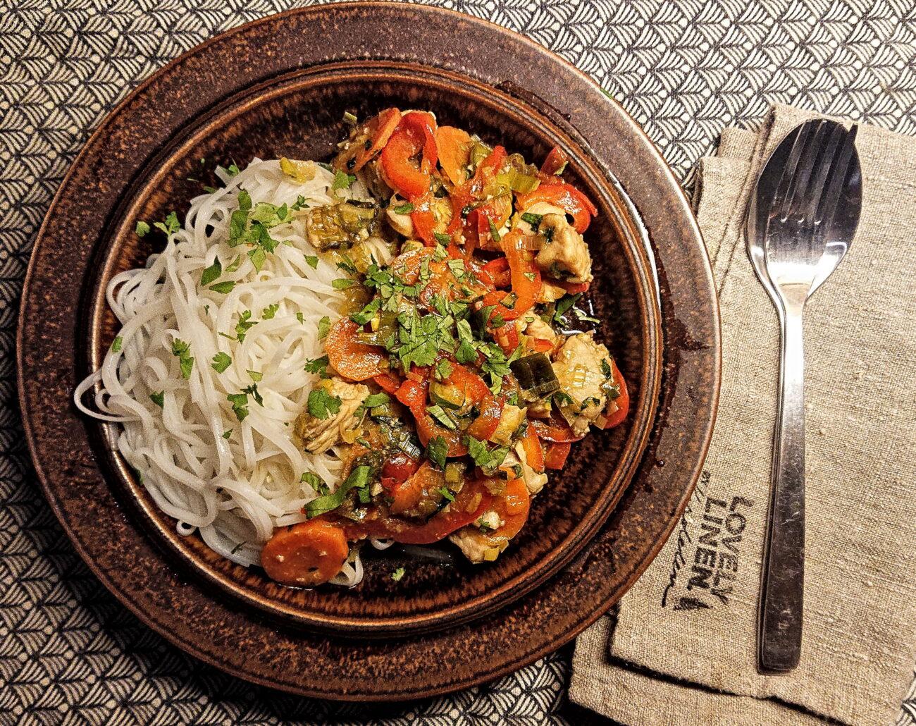 Vietnamesisk kyckling med risnudlar